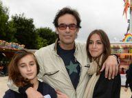 Anthony Delon : Papa heureux avec ses filles au milieu des manèges