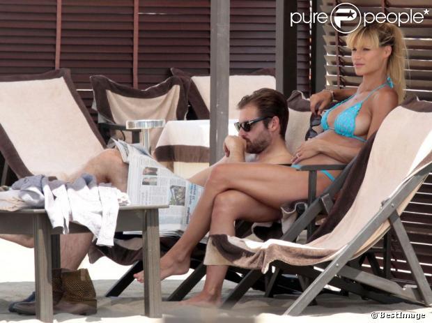 Michelle Hunzike en vacances avec son fiancé Tomaso Trussardi à Forte dei Marmi en Italie, le 29 juin 2013.