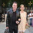David Furnish en charmante compagnie lors du défilé Atelier Versace à Paris, le 30 Juin 2013.