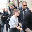 Kristen Stewart arrive à son hôtel à Paris, le 1er juillet 2013.