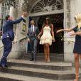 Tamara Ecclestone et son mari Jay Rutland quitte le Kensington and Chelsea Registry office de Londres le 1er juillet 2013 sous les confettis lancés par Petra Ecclestone et son époux James Stunt