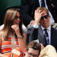 Pippa Middleton et son compagnon Nico Jackson complices au All England Lawn Tennis and Croquet Club de Wimbledon le 5 juillet 2013 à Londres