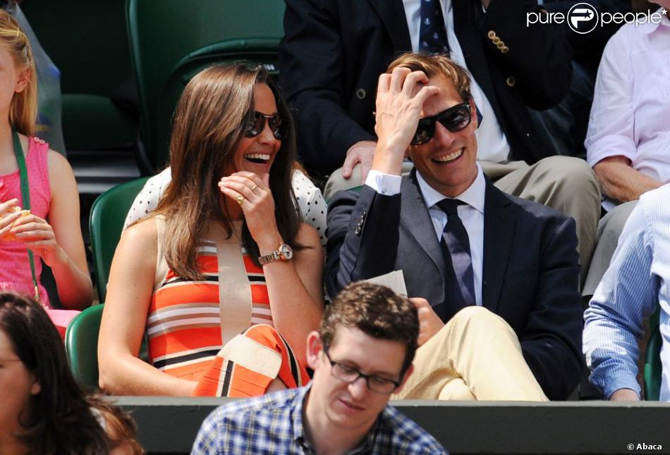 Pippa Middleton et son compagnon Nico Jackson complices au All England Lawn Tennis and Croquet Club de Wimbledon le 5 juillet 2013 à Londres
