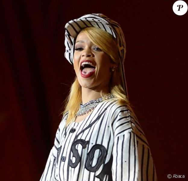 Rihanna se produit sur la scène Orange du Roskilde Festival à Roskilde au Danemark. Le 5 juillet 2013.