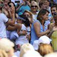 Marion Bartoli embrasse son père et ex-entraîneur Walter à l'issue de sa victoire en finale de Wimbledon face à l'Allemande Sabine Lisicki. Londres, le 6 juillet 2013.