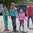 Denise Richards, ses filles Lola et Sam et son père Irv, le 8 mai 2013.