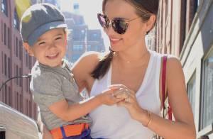 Miranda Kerr : Maman fashion au côté de son fils Flynn, mort de rire