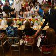 Le président démocrate Barack Obama et son épouse Michelle Obama lors de la soirée Kids State Dinner, à la Maison-Blanche, organisée pour récompenser 50 jeunes américains dans le cadre du concours anti-obésité Healthy Lunchtime Challenge, le 9 juillet 2013.