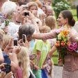 Le public était en nombre au rendez-vous... La princesse Victoria de Suède fêtait son 36e anniversaire le 14 juillet 2013 à Solliden, la résidence royale sur l'île d'Öland, en compagnie du roi Carl XVI Gustaf, de la reine Silvia, du prince Daniel et de leur fille la princesse Estelle, qui a encore une fois charmé le public.
