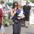 Selma Blair et son fils Arthur au Farmer's Market à Studio City, le 14 juillet 2013.