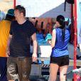 Matthew Perry en compagnie d'une amie le 12 juillet 2013 à Cabo San Lucas