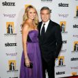George Clooney et Stacy Keibler lors des Hollywood Film Awards Gala à Los Angeles le 24 octobre 2011
