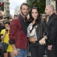 Nabilla Benattia embrasse son compagnon Thomas, lorsqu'elle arrive au défilé de mode Jean-Paul Gaultier à Paris le 3 juillet 2013