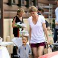 Ellen Pompeo et sa fille Stella au naturel dans les rues de Los Angeles, le 20 juillet 2013.