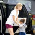 Ellen Pompeo fait ses courses avec sa fille Stella à Lassen's dans le quartier de Los Feliz à Los Angeles, le 20 juillet 2013.