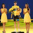 Chris Froome, Maillot Jaune et vainqueur du centième Tour de France de l'histoire, sur le podium à Paris le 21 juillet 2013