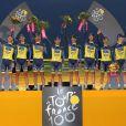 Alberto Contador et son équipe Saxo-Tinkoff, vainqueurs par équipe du Tour de France, le 21 juillet 2013 à Paris
