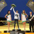 Nairo Quintana, maillot blanc du meilleur jeune sur le Tour de France, lors du podium à Paris le 21 juillet 2013