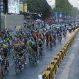 Le peloton sur les Champs Elysées pour la dernière étape du Tour de France, le 21 juillet 2013