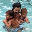 Kourtney Kardashian profite d'un moment détente à Miami avec ses enfants Mason et Penelope. Le 21 juillet 2013.