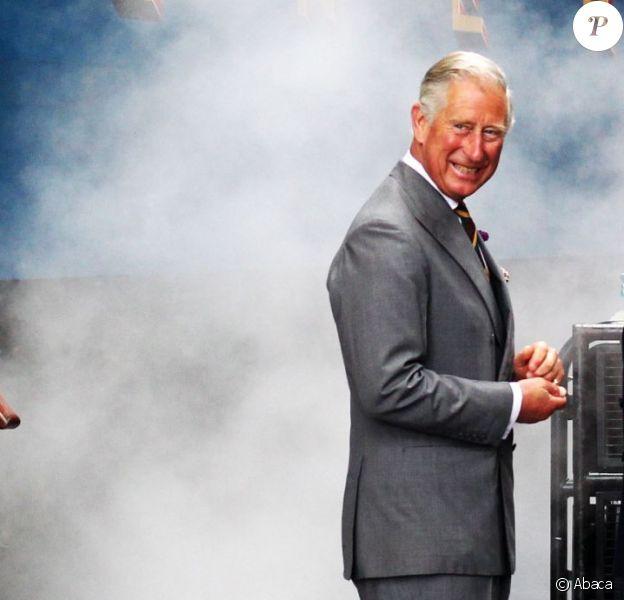 Le prince Charles en visite à York, dans le Yorkshire, le 22 juillet 2013 pour le 75e anniversaire du record de vitesse de la locomotive Mallard. Loin de Londres, alors que Kate Middleton est en plein travail pour lui donner son premier petit-enfant...