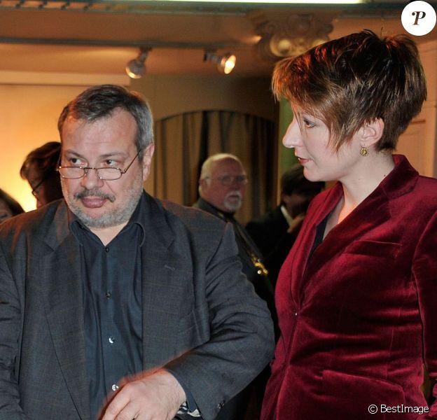 Natacha Polony lors de son intronisation dans la confrérie des vins de Suresnes à l'hôtel de ville de Suresnes, le 18 janvier 2013. Ici on peut la voir avec son mari Périco Légasse.