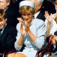 La princesse Diana avec William et Harry à Hyde Park le 8 mai 1995 lors de cérémonies commémoratives.