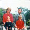 La princesse Diana et le prince Charles en vacances avec Harry et William dans les îles Scilly en juin 1989