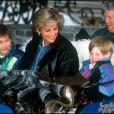 Les princes William et Harry avec Lady Diana aux sports d'hiver à Lech en mars 1993
