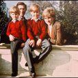 Le prince Charles et la princesse Diana en février 1991 avec les princes Harry et William