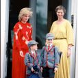 Rentrée des classes pour les princes William et Harry le 11 septembre 1989 accompagnés par leur mère la princesse Diana.