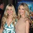 """Ava Sambora et sa mère Heather Locklear à la première du film """"Scary Movie 5"""" au à Hollywood, le 11 avril 2013."""