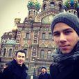 Nick Jonas avec ses frères Joe et Kevin à Moscou, le 6 novembre 2012.