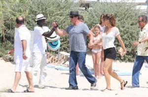 Sylvester Stallone radieux à Saint-Tropez avec sa femme et ses charmantes filles