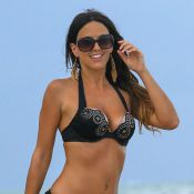 Claudia Romani : La bombe italienne use de ses charmes à la plage