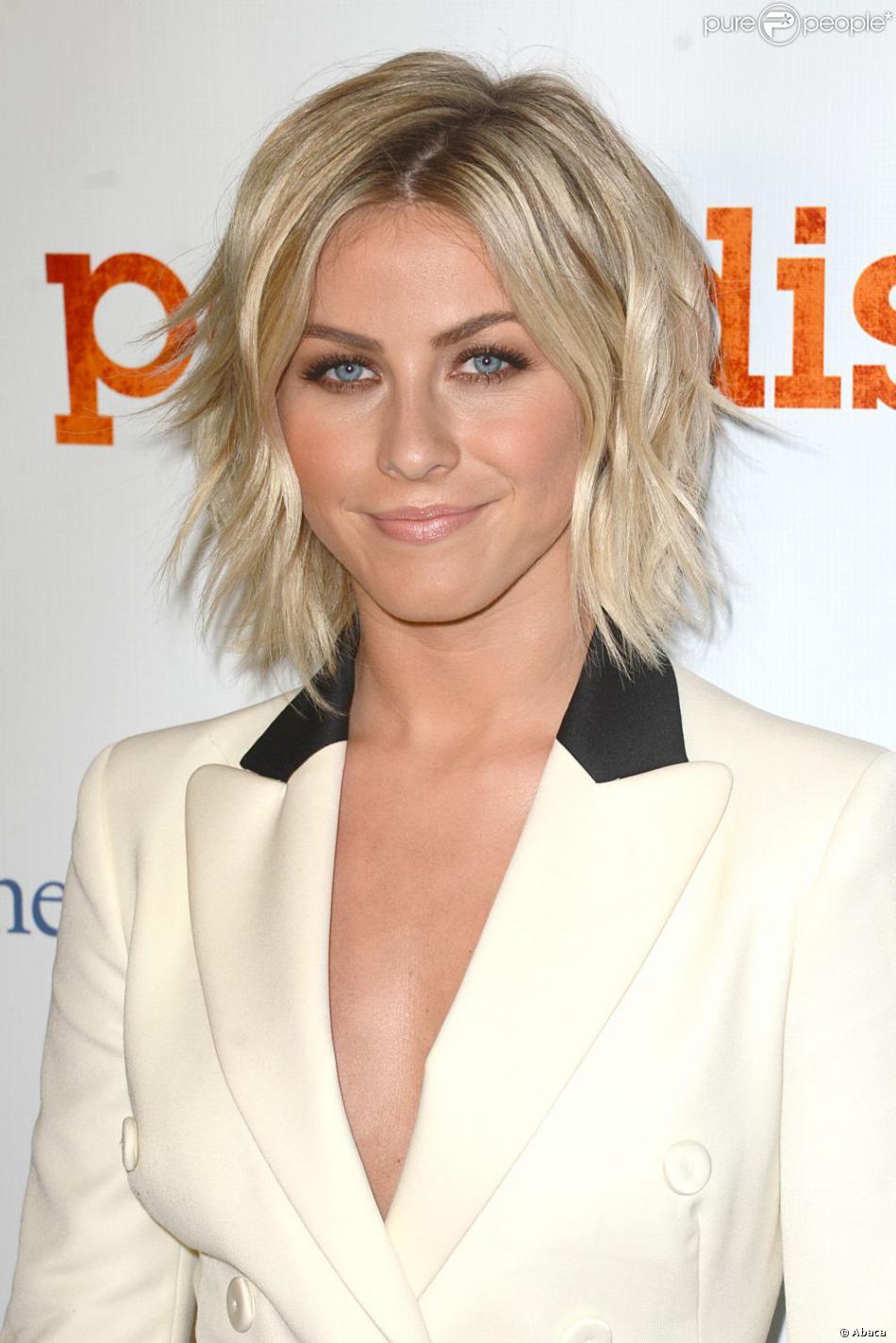 Julianne Hough glamour et élégante lors de la première de Paradis à Hollywood, le 6 août 2013.