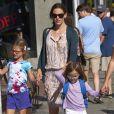 Jennifer Garner emmène ses filles Violet et Seraphina faire du shopping à Venice, le 7 août 2013.