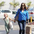 Jennifer Garner emmène sa fille Seraphina à son cours de danse avant d'aller se promener avec sa fille Violet à Pacific Palisades, le 6 août 2013.