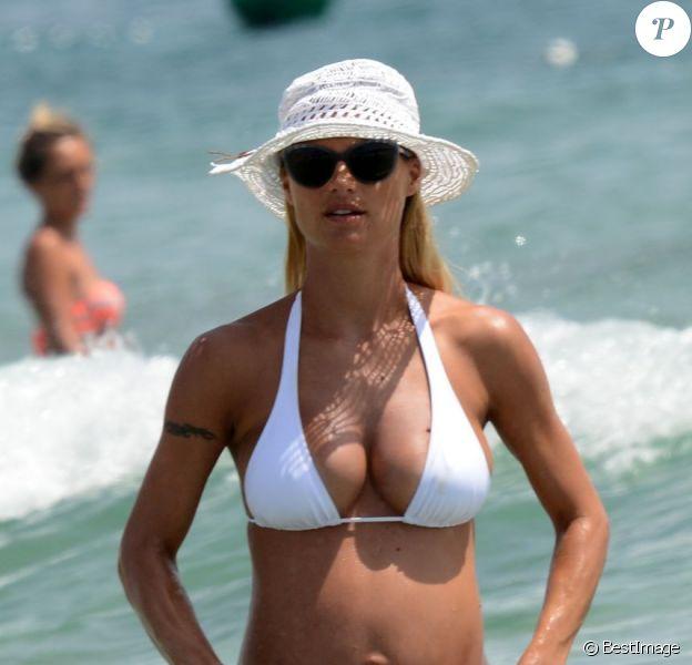 Michelle Hunziker, sublime sous le soleil d'Ibiza, le 27 juillet 2013