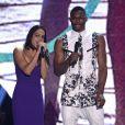 Michelle Rodriguez (et le basketteur Russell Westbrook) sur la scène du Gibson Amphitheater lors des Teen Choice Awards 2013. Los Angeles, le 11 août 2013.