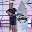 Miley Cyrus, lauréate des awards de Icône Mode et Meilleure Chanson de l'Été pour We Can't Stop lors des Teen Choice Awards. Los Angeles, le 11 août 2013.
