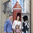 La princesse Isabella de Danemark, 6 ans, faisait le 13 août 2013, accompagnée par ses parents la princesse Mary et le prince Frederik, sa rentrée des classes à l'école Tranegård de Hellerup, une ville de la municipalité de Gentofte (nord de Copenhague).