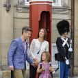 La princesse Mary et le prince Frederik de Danemark accompagnaient leur fille la princesse Isabella, 6 ans, le 13 août 2013 pour sa rentrée des classes à l'école Tranegård de Hellerup, une ville de la municipalité de Gentofte (nord de Copenhague).