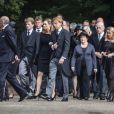 La princesse Mabel et la princesse Beatrix, veuve et mère du défunt, et les comtesses Luana et Zaria, ses filles, menaient le cortège funèbre lors des obsèques du prince Friso d'Orange-Nassau, célébrées le 16 août 2013 à Lage Vuursche, quatre jours après sa mort survenue à l'âge de 44 ans et au terme d'un an et demi de coma.
