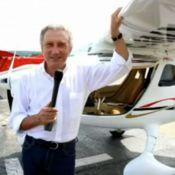 Michel Drucker en vacances : Vélo, piscine et un nouveau défi dans les airs !