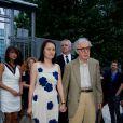 """Woody Allen avec sa femme Soon-Yi à la première du film """"Blue Jasmine"""" à l'UGC Bercy, Paris, le 27 août 2013."""