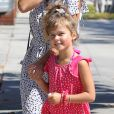 Honor, 5 ans, se rend au restaurant Le Pain Quotidien avec sa mère Jessica Alba et sa petite sœur Haven. Los Angeles, le 25 août 2013.