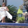 Exclusif - Jennifer Aniston et Amanda Anka en vacances avec son fiancé Justin Theroux à Mexico, le 21 août 2013.