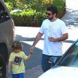 Exclusif - Jordan Bratman fait du shopping avec son fils Max à Los Angeles, le 3 septembre 2013.