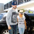 Christina Aguilera et son petit ami Matthew Rutler quittent l'aéroport de Los Angeles, le 22 juin 2013.